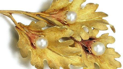 Lot_229_cultured_pearl_brooch